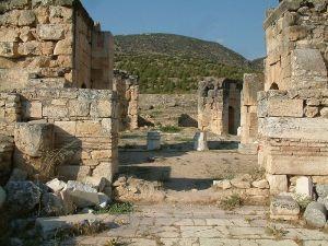 800px-Hierapolis_martyrium_Filipa2_RB
